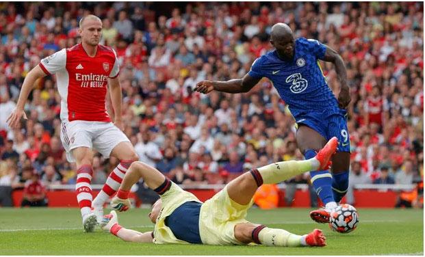Lukaku strikes as Chelsea sink Arsenal, Kane back in Spurs win