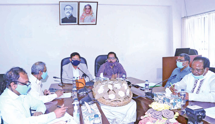 Textile and Jute Minister Golam Dastagir Gazi presides over a discussion on raw jute export at ministry's conference room in the capital on Sunday.