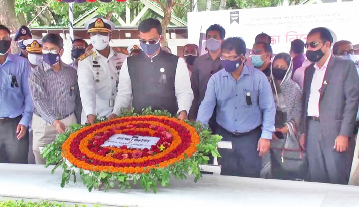 State Minister for Shipping Khalid Mahmud Chowdhury pays tribute to Father of the Nation Bangabandhu Sheikh Mujibur Rahman by placing a wreath at the grave of Bangabandhu in Tungipara of Gopalganj on Sunday.– Sun Photo