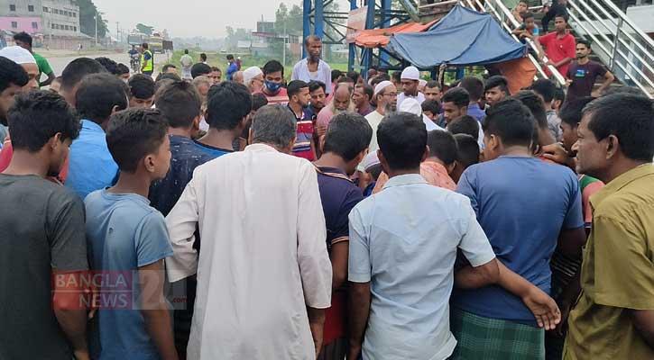 3 killed as truck rams auto-rickshaw in Sirajganj