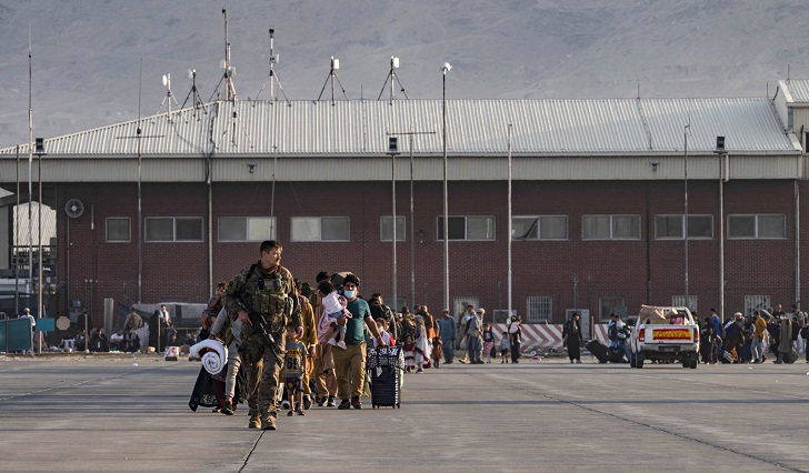 Afghans race to flee Taliban after Biden confirms airlift deadline