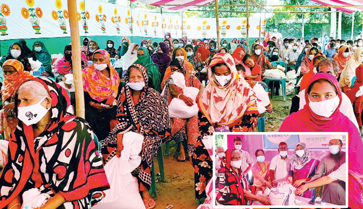 Bashundhara Group distributes relief among 3,000 families in B'baria