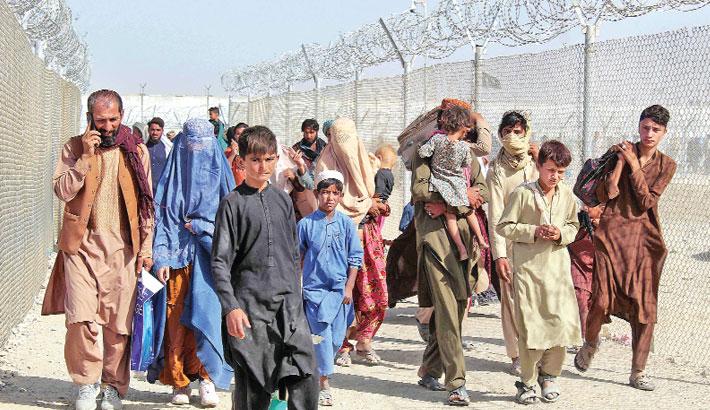 Afghans race to flee Taliban