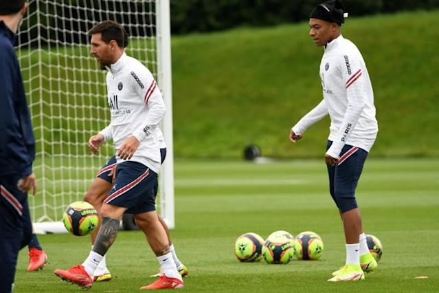 Messi close to debut but PSG preoccupied by Mbappe future