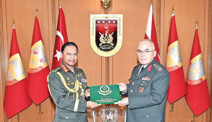 Army chief meets Turkish chiefs of land forces, general staff