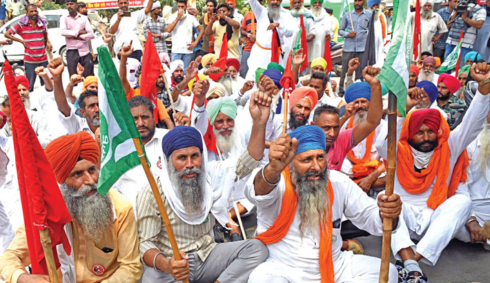 Farmers protest against the central government's agricultural reforms during Bharatiya Janata Party (BJP) leaders visit to take part in the inauguration ceremony of the renovated complex of Jallianwala Bagh Smarak in Amritsar on Saturday.—AFP PHOTO