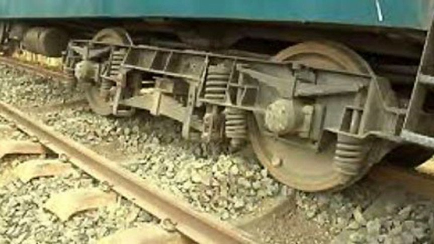 Derailment snaps Dhaka-Chattogram rail link