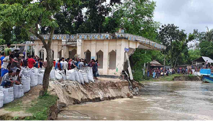 Padma gulps Daulatdia ferry terminal-4, mosque and homes in Goalundo