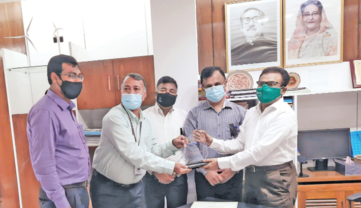 West Zone Power Distribution Company (WZPDCL) Managing Director (Additional) Ratan Kumar Debnath receives award from Ministry of Power, Energy and Mineral Resources Secretary Md Habibur Rahman at a programme in the capital on Sunday morning. WZPDCL won the second place in