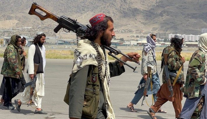 UK and Taliban in talks over further evacuations