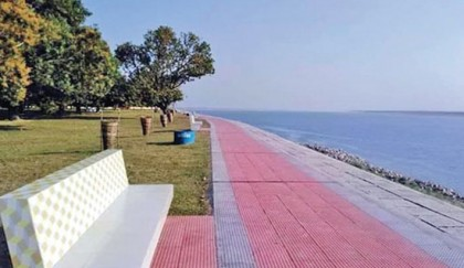 Padma riverbank turns into recreational spot
