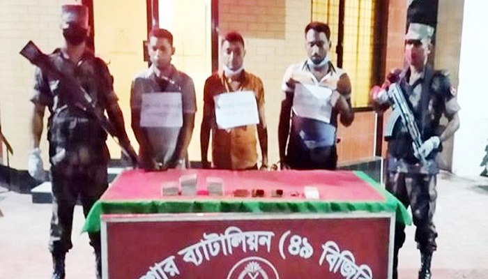3 held with 31 passports at Benapole check post