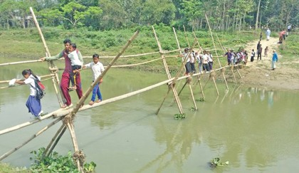 Thousands suffer in absence of bridge over Sunai River