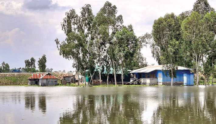 Flood situation has deteriorated in Kurigram following the rise in water levels of major rivers due to the onrush of upstream water, leaving around 50,000 people marooned. The photo was taken from Chilmari upazila on Friday. – Star Mail