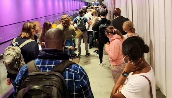 Heathrow criticises Border Force for 'unacceptable' queues