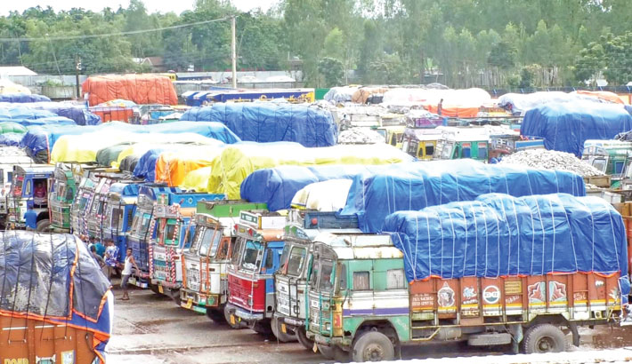 Hundreds of trucks loaded with imported goods remained stuck at Banglabandha Land Port in Panchagarh for several days, creating huge gridlock in the area.  – Sun Photo