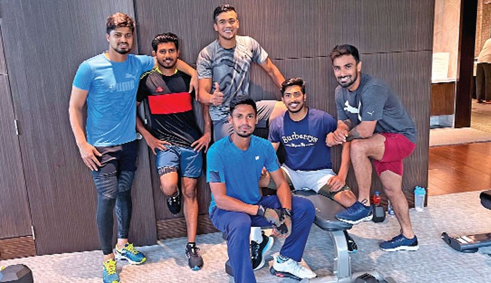 Liton focuses on running between the wickets