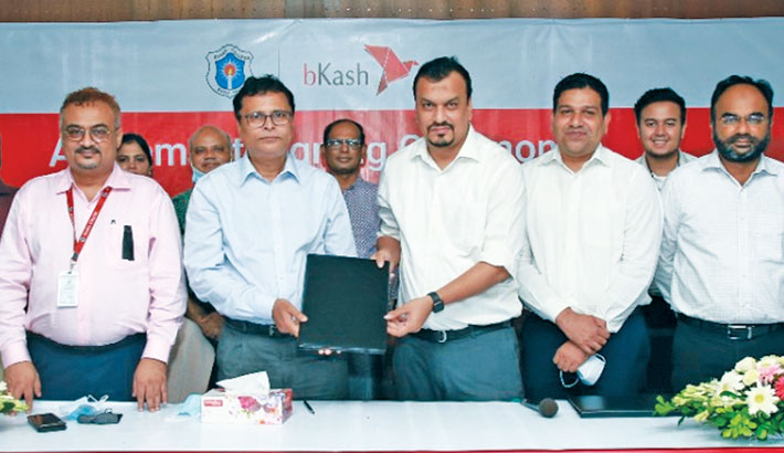 Dhaka College, Titumir College students can pay fees thru bKash