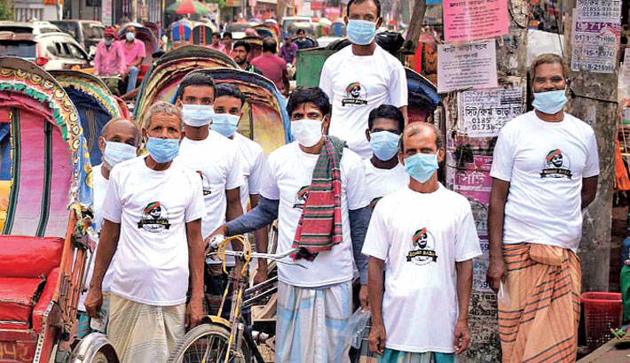 Emerging e-commerce site BongoBaba.com distributes face masks and T-shirts among workers in different parts of the capital on Wednesday as part of an awareness campaign to prevent the spread of Covid-19.