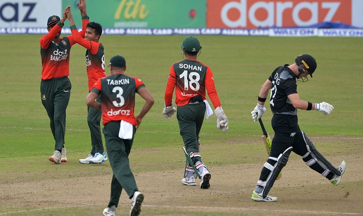 New Zealand set Bangladesh to chase 162 to win