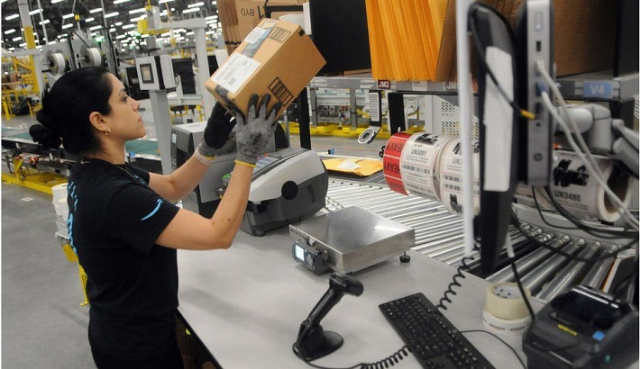 Amazon offers to pay college fees for 750,000 US staff