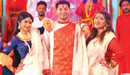 Sporshia, Sumit in Puja's 'Ashchey Ma Durga'
