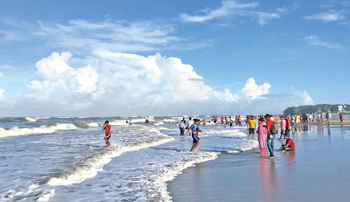 Tourism in world longest sandy-beach Cox's Bazar rebounds early from current months as visitors throng after second waives of covid-19 shocks. This photo has taken last Wednesday.        sun photo