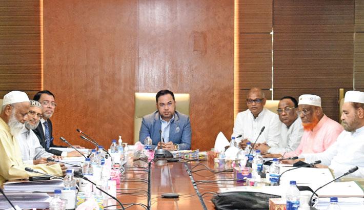Al-Arafah Islami Bank Chairman Salim Rahman presides over the 363rd meeting of the board of directors at the boardroom of the bank at Al-Arafah Tower in the capital on Thursday.