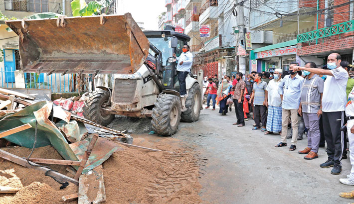 Dhaka North City Corporation (DNCC) demolishes illegal structures during a drive in the city's Pirerbagh-Mirpur area on Saturday. DNCC Mayor Atiqul Islam was present on the occasion.—SUN photo