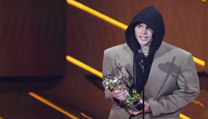Bieber wins artist of the year at star-packed MTV VMAs