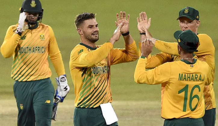 South Africa restrict Sri Lanka to 120-8 in third T20