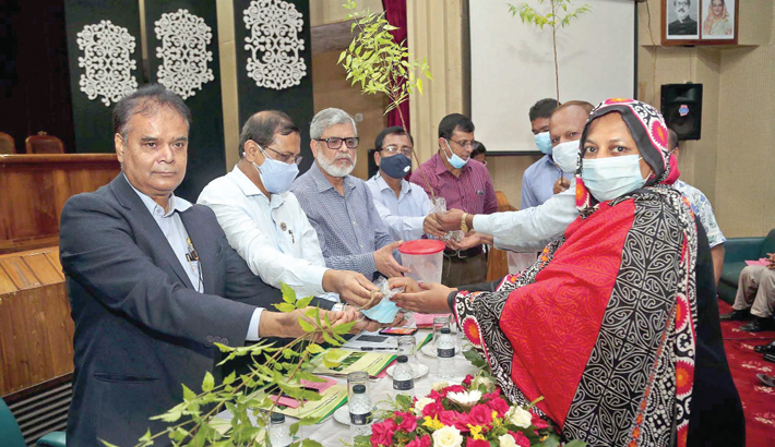 The Entomology Division of Bangladesh Agricultural  Research Institute (BARI) arranges a training workshop for safe food production titled 'Effective Insect Control of  Various Crops in Eco-Friendly Ways' at Kazi Badruddoza  auditorium of the institute in Gazipur on Thursday, marking the birth centenary of Bangabandhu Sheikh Mujibur Rahman. A total of 100 farmers participated in the workshop.