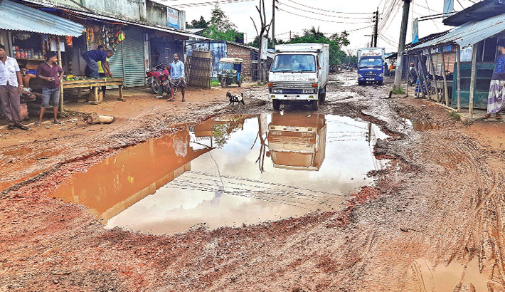 Boyra Bazar-Mosturmor road has developed numerous potholes and ditches, badly hampering traffic, but the authorities concerned seemed to be indifferent to the problem. The photo was taken from Mosturmor area of Khulna on Friday.– Star Mail