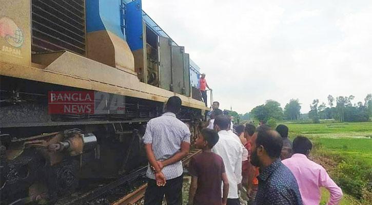 Derailment halts Dhaka's rail link with North, West
