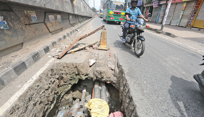 A road has been dug up for repair work in the capital's Malibagh Chowdhurypara area causing inconvenience for commuters. The photo was shot on Saturday. —Reaz Ahmed Sumon