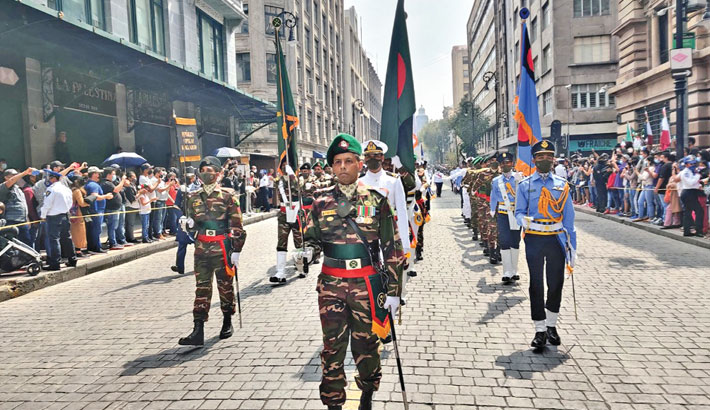 Armed forces team takes part in Mexico's special parade