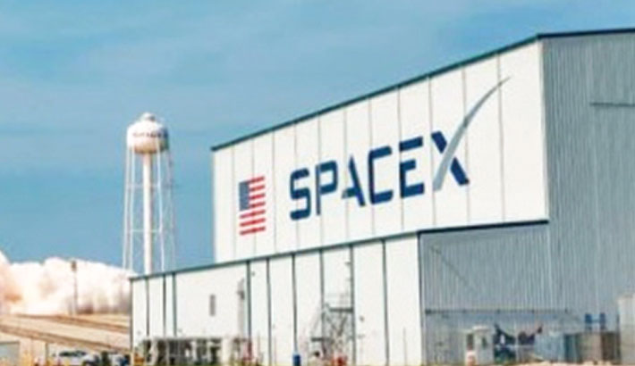 SpaceX capsule returns safely