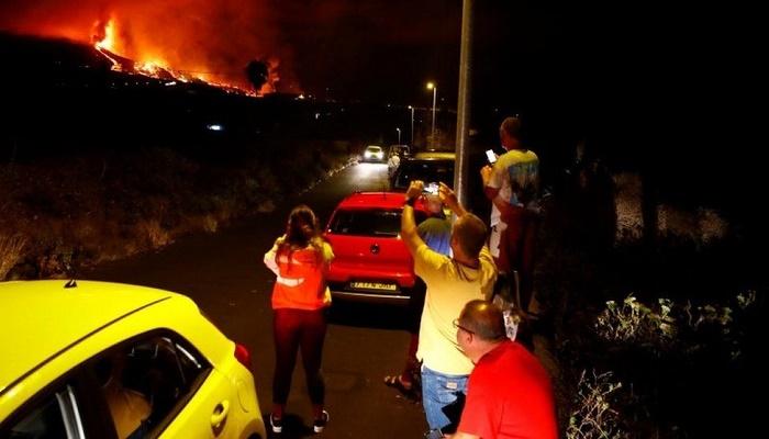 Canary Islands: Spanish PM arrives amid volcano eruption