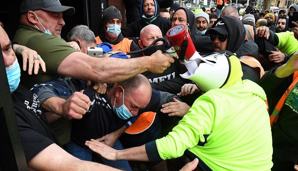 Violence at vaccine protest closes Melbourne sites