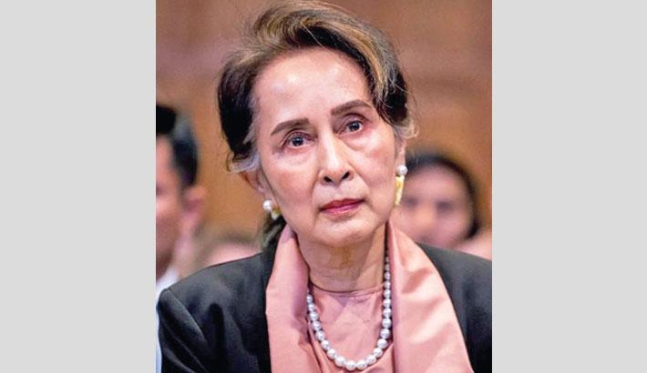 Suu Kyi put on trial