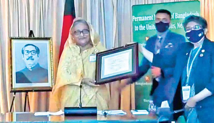 Hasina receives SDGs Progress Award