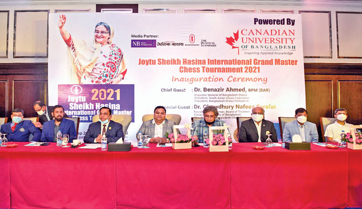Bangladesh Chess Federation (BCF) and South Asian Chess Federation President and Inspector General of Bangladesh Police Dr Benazir Ahmed and Chairman of  Canadian University and Vice- President of BCF Dr Chowdhury Nafeez Sarafat along with other senior officials pose for a photo during the inaugural ceremony of Joytu Sheikh Hasina International Grand Master Chess Tournament-2021 at a city hotel in the capital on Monday. – SUN PHOTO
