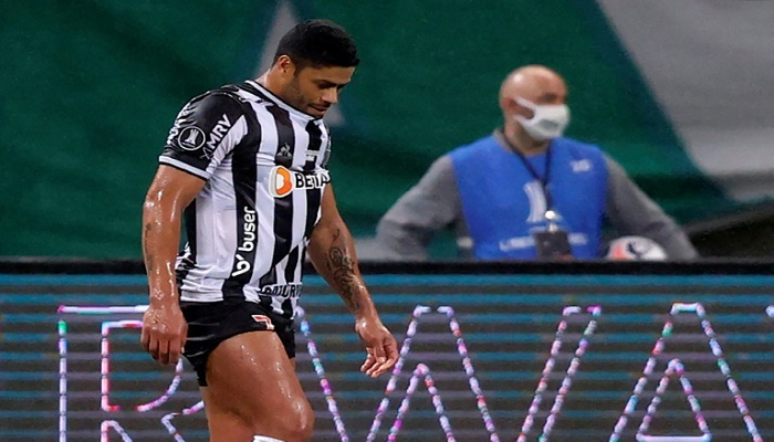 Hulk misses penalty in Palmeiras-Atletico Libertadores stalemate