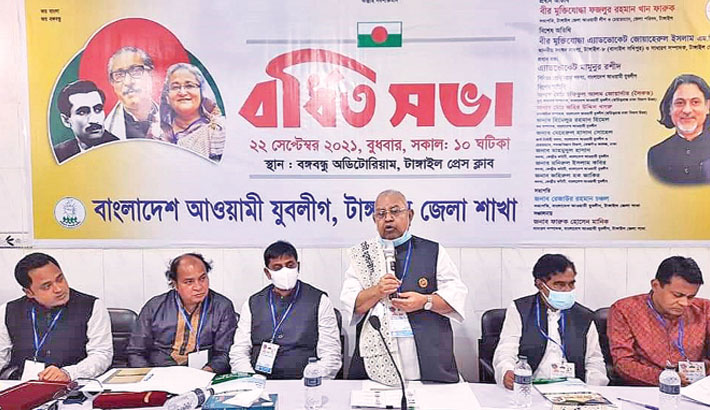Tangail district Awami League president and district council chairman Fazlur Rahman Khan Farooq speaks as the chief guest at the extended meeting held at Bangabandhu Auditorium of the district press club Wednesday. – Sun Photo