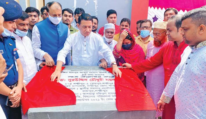 Nuruddin Chowdhury Nayan, lawmaker from Lakshmipur-2 constituency inaugurates newly-built 4-storey South Raipur Abdur Rahman Adarsha High School building in Raipur Upazila of Lakshmipur district on Thursday. —Sun Photo