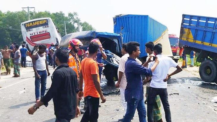 Three-way collision kills 2 in Tangail