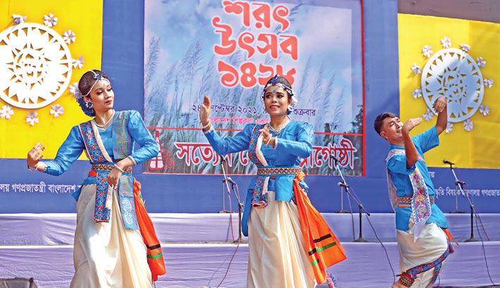 Artistes are presenting a dance performance at the 'Sharat Utsab' organided by Satyen Sen Shilpigosthi at the open stage of Bangladesh Shilpakala Academy in the capital on Friday to celebrate the third season in Bengali calendar 'Sharat' (Autumn). — sun photo