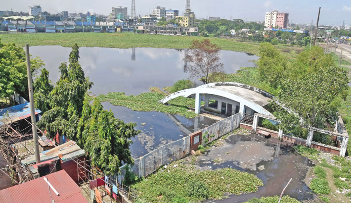 It is hard to believe that it was once an international venue for cricket. Khan Saheb Osman Ali Stadium in Fatullah of Narayanganj, which hosted two Tests, 10 ODIs and four T20Is, has now turned into a water body due to stagnant water in the pitch as well as in surroundings with water hyacinth all around. The photo was taken on Sunday. – Reaz Ahmed Sumon