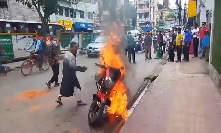 Angry ride-sharing biker sets motorcycle on fire