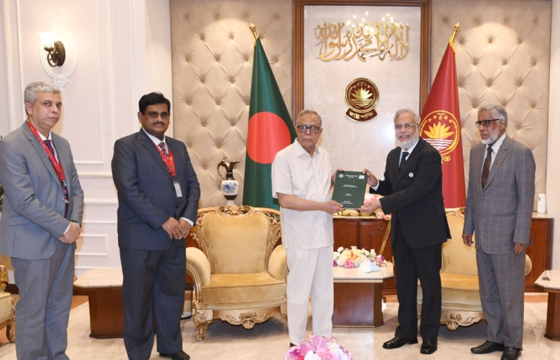 President Hamid calls for updating country's laws